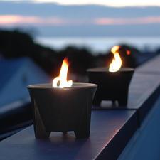 Erzreicher Lavasand gibt der CeraLava®-Keramik die begehrte dunkle Farbe.