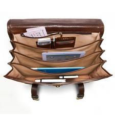 4 Abteile – eines davon mit Reißverschluss-Tasche, Handyfach, 2 Stifthülsen und 2 Karten-Steckplätzen – sorgen für Ordnung.