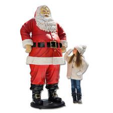 Santa - 1,88 Meter groß und wetterfest. Lässt Kinderaugen strahlen. Und zieht alle Blicke auf sich.