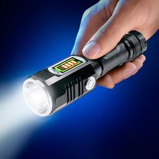 Akku-Seitenlicht-Taschenlampe - 457 Lumen Lichtstrom. Bis zu 174 m Reichweite. Mit separat einschaltbarem 3-W-Nahbereichsstrahler.