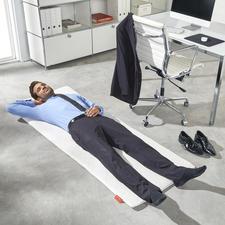 Easy Napping Matte - Immer parat: die perfekte Relax-Matte für einen regenerierenden Kurzschlaf.