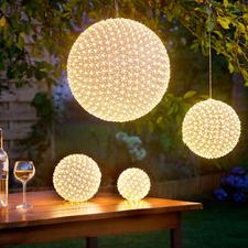 LED-Blumenball - Ein warm leuchtendes Blütenmeer – aus bis zu 600 winzigen LEDs.