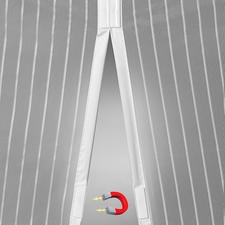 7eingearbeitete Magnet-Paare verschließen die beiden Vorhang-Hälften selbsttätig nach jedem Durchgehen.