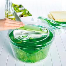 Zyliss® Salatschleuder - Die bessere Salatschleuder: entzieht bis zu 25 % mehr Wasser. Schonend.