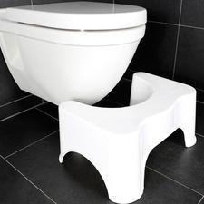 Durch die 90°-Haltung klemmt der Musculus Puborectalis den Darm ab: Pressen ist notwendig. Der Toilettenhocker bringt Ihre Beine in einen optimalen 35°-Winkel. Der Darm streckt sich; das Entleeren wird erleichtert.