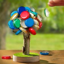 Bierbaum-Kronkorkenhalter - Lästiges Aufsammeln entfällt: Der magnetische Bierbaum fasst bis zu 60 Kronkorken.