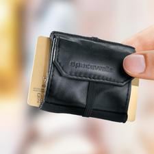 2-mal gefaltet passen etwa 20 Banknoten in das Scheinfach.