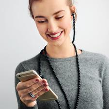 Fashion-Headset - Stylisches Fashion-Accessoire: Der In-Ear-Kopfhörer mit Kette statt Kabel.