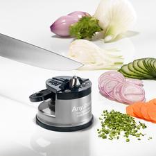 Sicherheits-Messerschärfer - Messerschärfen sicher wie nie. Der Einhand-Schärfer mit extra starkem Saugfuß.