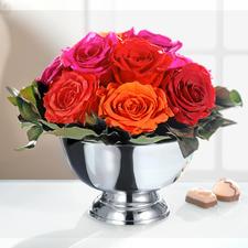 Echtes Rosengesteck - Echte Rosen – aber von dauerhafter Schönheit. Ohne Wasser, ohne Pflege. Mit glänzend vernickelter Schale.