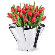 Faltvase Margeaux - Glänzend elegant für Blumen – und als edles Designobjekt. Spiegelpolierte Edelstahl-Vase mit handgefertigtem Faltenfall. Immer ein Unikat.