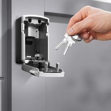 Platz für mehrere Ihrer Schlüssel und/oder Zugangskarten.