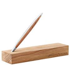 Stilvolle Verpackung und praktische Stift-Halterung in einem: die passende Kauriholz-Box.