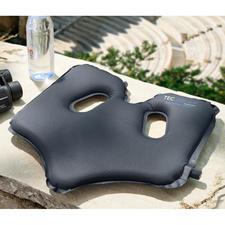 SoftAirSeat - Patentiertes, selbstaufblasendes Design ermöglicht optimalen Sitzkomfort. Überall.