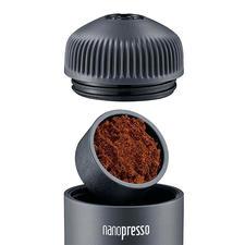 Das Espressopulver geben Sie einfach in das Sieb im Brühkopf.