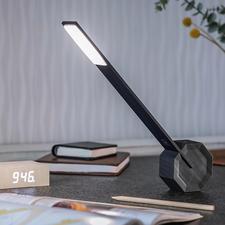 Tischleuchte Octagon One - Gezieltes Licht in minimalistischem Design: waagerecht, senkrecht, 5-fach abwinkelbar.