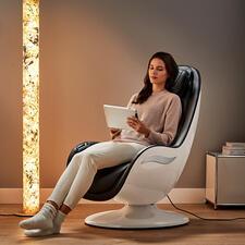 Design-Massagesessel RS 650 - Eine Oase der Entspannung – im modernen Design. Verwöhnt Sie auf Tastentipp mit 6 anerkannten Massagetechniken. Von den Oberschenkeln bis hinauf in den Nacken.