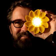 Solarlampe Little Sun - Hocheffiziente Solarleuchte. Kleines Kunstobjekt. Und ein sinnvolles Sozialprojekt.