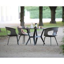 Perfekt als Sitzgruppe mit den materialgleichen Tischen.