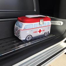 VW-Erste Hilfe Set - Früher Kult-Bus. Heute Erste-Hilfe-Box im trendigen VW-Design.