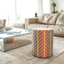 Missoni-Sitzhocker - Ein Feuerwerk der Farbenfreude, das Streifen und Karrees raffiniert kombiniert. Immer ein exklusiver Blickfang.