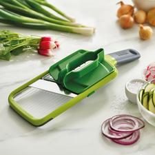 Joseph Joseph Multi-Grip-Mandoline™ - Sicherer hobeln: Dank Multi-Griff für Gemüse und Obst fast jeder Größe.