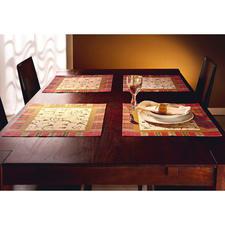 Besonders dekorativ: Tischläufer und Tischsets – passend zu rustikalem Geschirr aber auch zu feinem Porzellan.