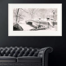 Mit einer Größe von 150 x 91 cm wirkt das Werk perfekt über Sideboards und Sofas.