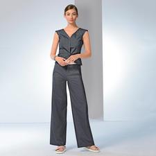 Denim-Weste und Flared-Jeans