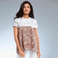 SLY010 Couture-Spitzen-Shirt - Sportive A-Linie – couturige Spitze. Bei SLY010 verschmelzen Athleisure- und New Romance-Trend.