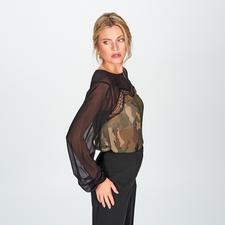 TWINSET Camouflage-Blusenshirt - Feminin-verspielt statt maskulin-derb – das elegante Camouflage-Blusenshirt mit Spitzen-Detail. Von TWINSET.