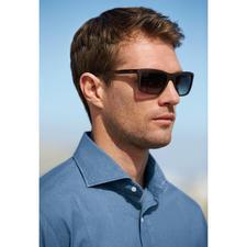 """Guess Sonnenbrille """"Wood-Look"""" - Die erschwingliche Designerbrille von Guess, USA. Nobel und trendgerecht: matter Holz-Look statt glänzendem Kunststoff."""