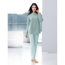 Modern-Loungewear-Anzug - Zeitgemäß in Schnitt und Material: Fleece-Sweater und MicroModal®-Hose aus dem Atelier von Cornelie Weiss, Düsseldorf.