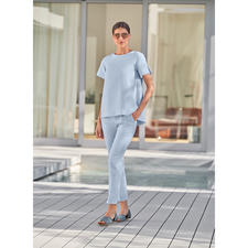 SLY010 24-Stunden-Hose oder -Shirt, Bleu - Modisches Design. Reisetauglicher Krepp. Bequemer Schmeichel-Schnitt. Von SLY010, Berlin.