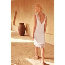 Hanro Sea-Island-Nachtkleid - Seidig weich und mit feiner Spitze verziert. Von Hanro, Homewear-Spezialist seit 1884.