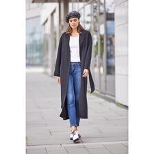 Betta Corradi Belted Coat - Der Fashion-Klassiker Belted Coat feiert ein modisches Comeback. Unser Geheimtipp: der vom italienischen Mantelspezialisten Betta Corradi.