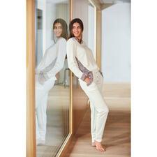 HFor Sweatshirt oder -Hose, Ivory/Rosé - Herrlich bequem. Trendgerecht straßentauglich. Und erfreulich erschwinglich.