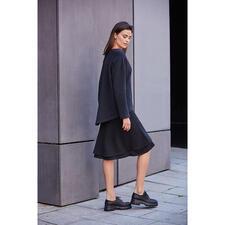 [schi]ess Jersey-Layered-Skirt oder -Sweater - Alltagstaugliches Jersey-Ensemble oder edle Loungewear? Beides! Edles Schwarz. Weicher Jersey. Cleaner, lässiger Schnitt.