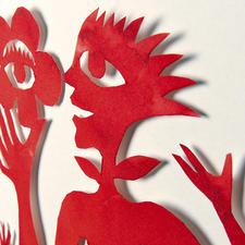 Der Papierschnitt wird mit einem Abstand von ca. 1 cm in die Kulisse gesetzt, um den 3-D-Effekt zu erhalten.