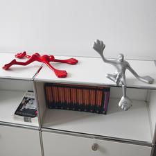"""""""Flossi"""" Typ 3 und Typ 6 erklimmen nicht nur Ihre Wand, sondern bereichern auch Ihren Schreibtisch, Ihr Sideboard ..."""