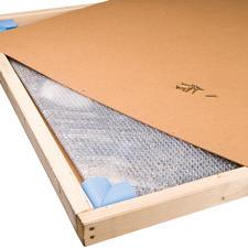 Um das Werk zu schützen, wird es in einem Holzkasten geliefert.