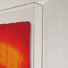 """Die """"Schrifttafel"""" – geschützt hinter Acrylglas – ist bis zu 1 cm tief."""