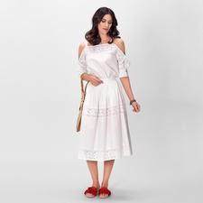 Blugirl weiße Spitzenbluse oder -Rock - En Vogue: Weiß. Floral-Dessins. Leichte Stoffe. Bluse/Rock-Kombi… Hier perfekt kombiniert und mit der typischen Handschrift von Blugirl.