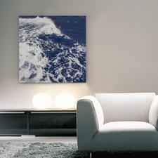Die Spiegelungen auf den Wellen bringen das Werk zum Strahlen.