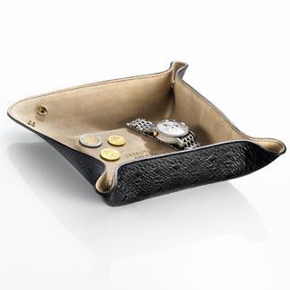 Tray, Cerruti 1881 Von Cerruti 1881: stilvolle und sichere Ablage aus feinstem Leder. Ideal auch auf Reisen.