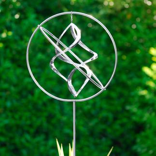 Edelstahl-Windspiel Eine leichte Brise genügt – und diese Edelstahl-Skulptur tanzt zierliche Pirouetten. Kunstvoll handgefertigt.