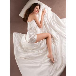 Bettdecke aus Seide Bettdecke und Bettwäsche zugleich. Selten und kostbar. Federleicht, superweich und besonders temperaturausgleichend.