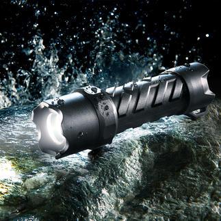 Coast LED-Taschenlampe Waterproof Hell. Handlich. Wasserdicht. Und erstaunlich günstig. 250 Lumen Lichtstrom. Bis zu 121 m Leuchtweite. Fokussierbar.