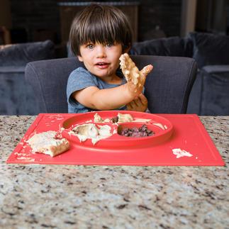 """Platzmatte """"Happy Mat"""" Rutsch- und kippsicher: Der Kinderteller im Silikon-Tischset mit 3 Portions-Fächern - für ein entspannteres Essen."""
