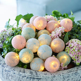 Bolette-Mini Pastellzarte Blütenbälle zaubern frühlingshaft sanfte Lichtakzente.